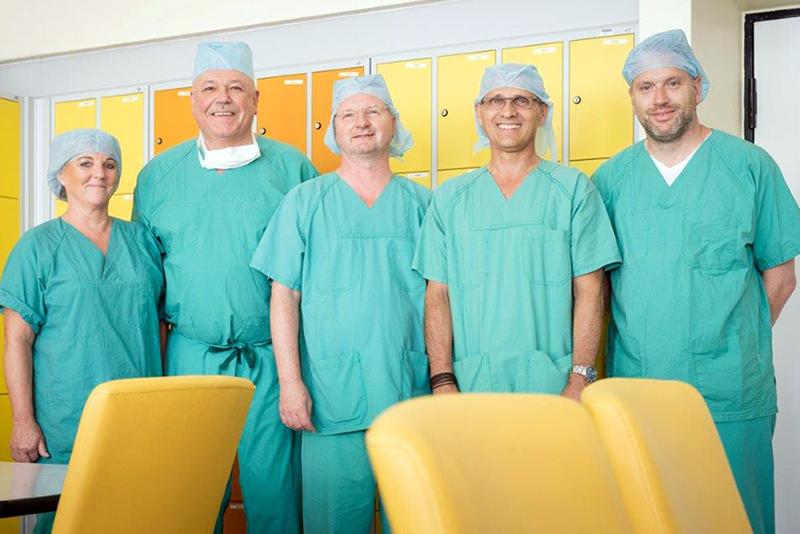 Gudrun Pagenkopf (OP-Leitung), PD Dr. Reinhold Laun (Ärztlicher Direktor), PD Dr. Uwe Torsten (Chefarzt), Stefan Kürbis (WOM), Oliver Kupka (WOM CFO)