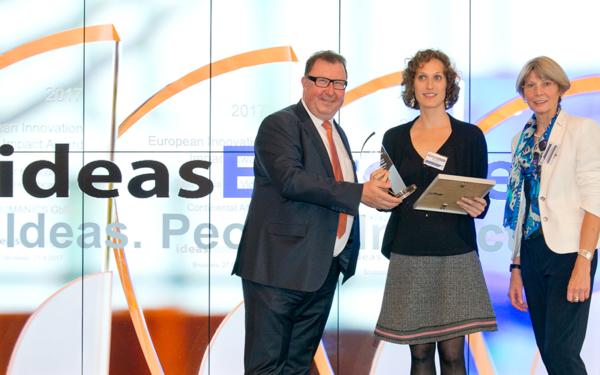 Nina Spiri, Innovation Manager at WOM, gets Award