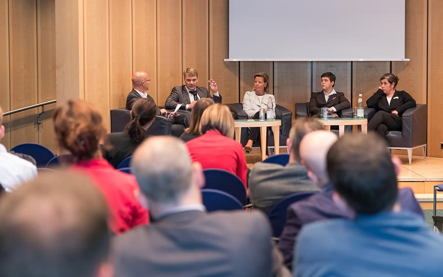 Dr. med. Güllü Cataldegirmen, Dr. med. Zinem Miriam Nouns, Felicitas Janßen, Prof. Dr.-Ing. Marc Kraft, Stefan Kürbis (from right to left)